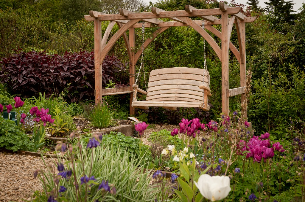 Sitting spiritually handcrafted wooden swing seats - Building a garden swing seat in easy steps ...